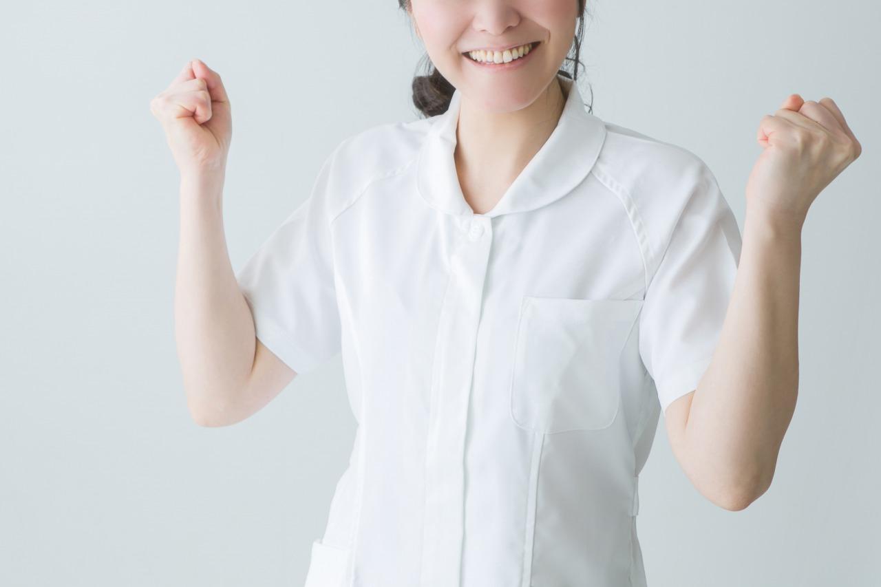 喜ぶ介護士