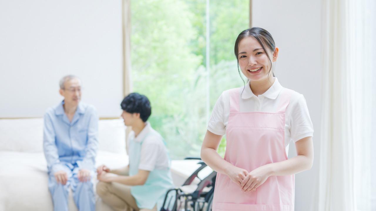 若い女介護士