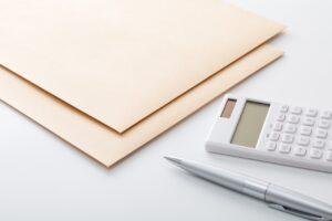 電卓と書類